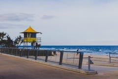 Leibwächterhütten auf dem Strand im Surfer-Paradies in Gold Coast Lizenzfreie Stockfotografie