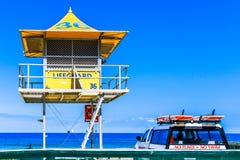 Leibwächterhütten auf dem Strand im Surfer-Paradies in Gold Coast Stockbilder