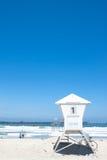 Leibwächterkabine im pazifischen Strand. kopieren Sie Platz Stockbilder
