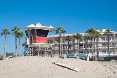 Leibwächterkontrollturm auf Kalifornien-Strand Stockbilder