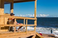 Leibwächtermann am La Brava, Punta Del Este lizenzfreies stockbild