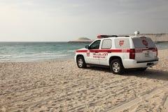 Leibwächterrettungsauto auf dem Strand Lizenzfreies Stockfoto
