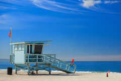Leibwächterstation mit amerikanischer Flagge auf Hermosa-Strand Stockbilder