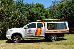 Leibwächterstreifenwagen am Sonnenschein-Strand südlich Noosa, QLD Stockbild