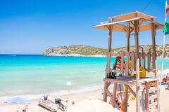 Leibwächterturm am schönen blauen Strand Griechenland, Kreta, Voulisma-Strand lizenzfreie stockfotos