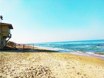 Leibwächterwachturm, der das Meer übersieht stockbild