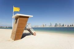 Leibwächterstation am Strand in Dubai Stockbilder