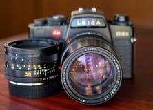 Leica R4S med deras lins i naturligt ljus Royaltyfri Foto