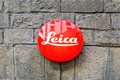 Leica tecken på byggnad i Florence Fotografering för Bildbyråer