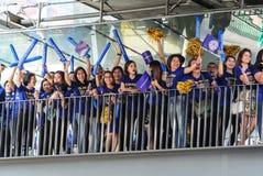 Leicester miasta zwolennika czekanie dla Leicester miasta drużyny parady świętować Pierwszy mistrzostwo angielszczyzn premiera li Obraz Stock