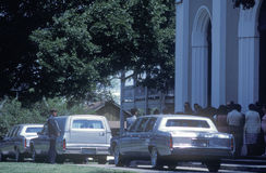 Leichenwagen an einem Begräbnis stockfoto