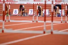 Leichtathletik - Hürden der Frauen-60m - ringsum 1 Lizenzfreie Stockbilder