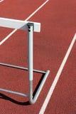 Leichtathletik - nahes hohes der Hürde Lizenzfreie Stockfotografie