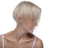 Leichte blonde Frau mit Frisur Stockfoto