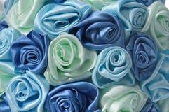 Leichter Hintergrund mit den blauen Knospen Lizenzfreie Stockbilder
