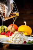Leichter Nachtisch mit Whisky Eine Halloween-Mahlzeit stockbild