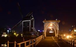 Leida nei Paesi Bassi di notte fotografia stock libera da diritti