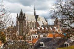 Leiden Holland, sikt för Pieterskerk antennkyrka Royaltyfri Bild