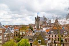 Leiden Holland, sikt för Pieterskerk antennkyrka Arkivfoto