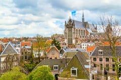 Leiden Holland, sikt för Pieterskerk antennkyrka Arkivfoton