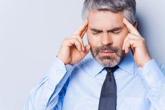 Leiden unter Kopfschmerzen Stockfotografie