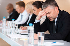 Leiden unter Kopfschmerzen Stockfotos