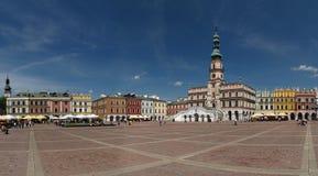 Leidend de markt en het stadhuis in Zamosc Stock Afbeelding