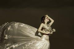 Leidende Brautfrau Halloween und Grausigkeit themis Schrei mit Blutrissen, Ungerechtigkeit Sorge und Halloween-Konzept lizenzfreies stockbild