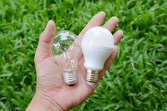 LEIDENE bol en Gloeiende bol - Keus van energie Stock Afbeelding