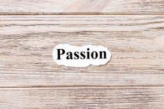 Leidenschaft des Wortes auf Papier Konzept Wörter der Leidenschaft auf einem hölzernen Hintergrund stockbilder