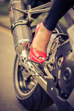 Leidenschaft für Schuhe und Motorrad Stockbilder