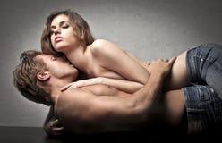 Leidenschaftliche Küsse Stockfoto