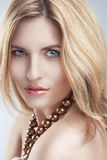 Leidenschaftlicher blonder Frauen-Blick Lizenzfreie Stockbilder