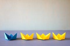 Leidingsconcept met document boten Royalty-vrije Stock Afbeeldingen