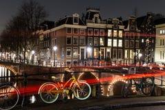 Leidsegracht och Keizersgracht kanalgenomskärning i Amsterdam Royaltyfri Foto
