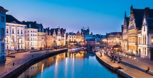 Leie-Flussbank in Gent, Belgien, Europa. Lizenzfreie Stockfotos