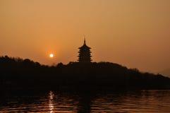 Leifeng Pagoda i solnedgången Arkivbilder