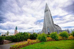 Leifur Eriksson Standing alto en la iglesia de Hallgrimskirkja, Rey Foto de archivo libre de regalías