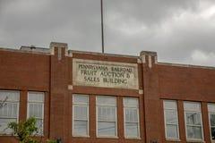 Leilão do fruto da estrada de ferro de Pensilvânia e construção das vendas Foto de Stock Royalty Free