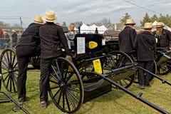 Leilão do transporte de Amish no Condado de Lancaster fotografia de stock royalty free