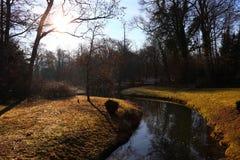 Leimbach i soluppgången - slottträdgårdSchwetzingen Tyskland royaltyfria foton