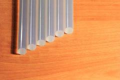 Leimpistolestöcke für Handwerk und Stangen Stockbild