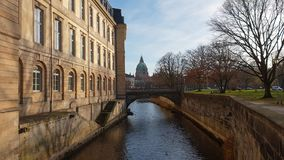 Leineschloss und Fluss Leine in Hannover stock video footage