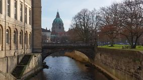Leineschloss und Fluss Leine in Hannover stock video