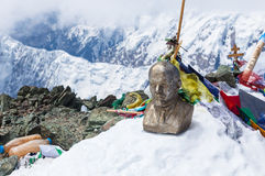 Leinin dirige la estatua en la cima del pico de Lenin, montañas de Pamir Fotografía de archivo