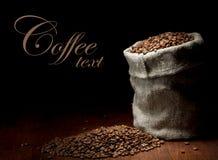 Leinwandsack Kaffeebohnen Lizenzfreie Stockfotografie