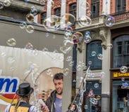 Leipzig, Saksen, Duitsland - Oktober 21 2017: De straatkunstenaars verdienen Stock Afbeeldingen