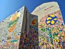 Leipzig/Tyskland - mars 30 2018: Grafitti i minne av den tyska återföreningen och demokratin royaltyfri fotografi
