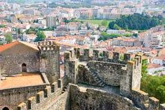 Leiria con el castillo, Portugal Fotografía de archivo