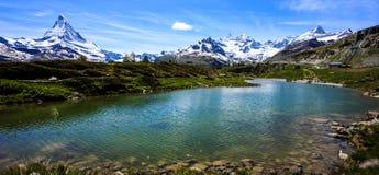 Leisee See mit Matterhorn und Schweizer Alpenhintergrund, Sunnegga, Rothorn-Paradies, eins des Bestimmungsortes mit fünf Seen nah Lizenzfreies Stockbild